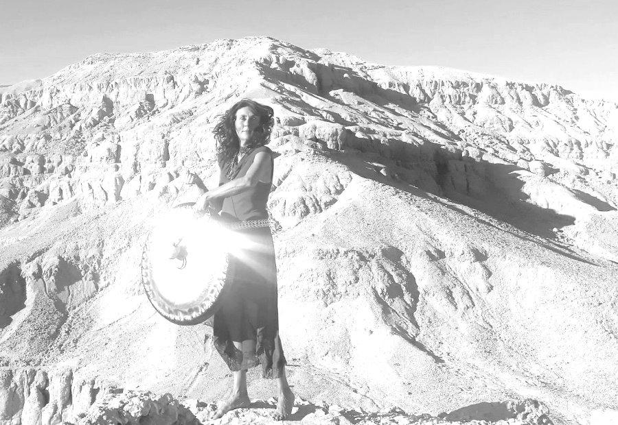 Kristalna gong kopel z Mojco Moryo Malek